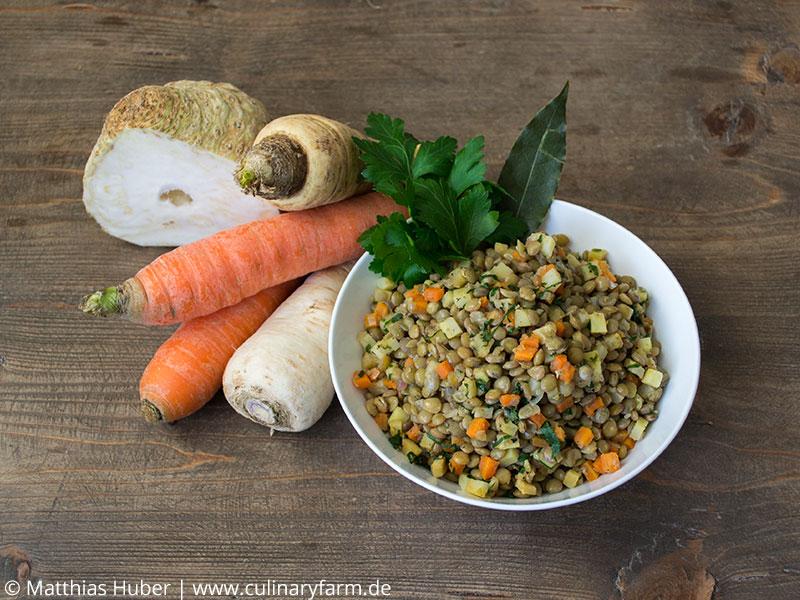 Salat mit Alblinsen, Karotte, Sellerie, Pastinake und Petersilienwurzel
