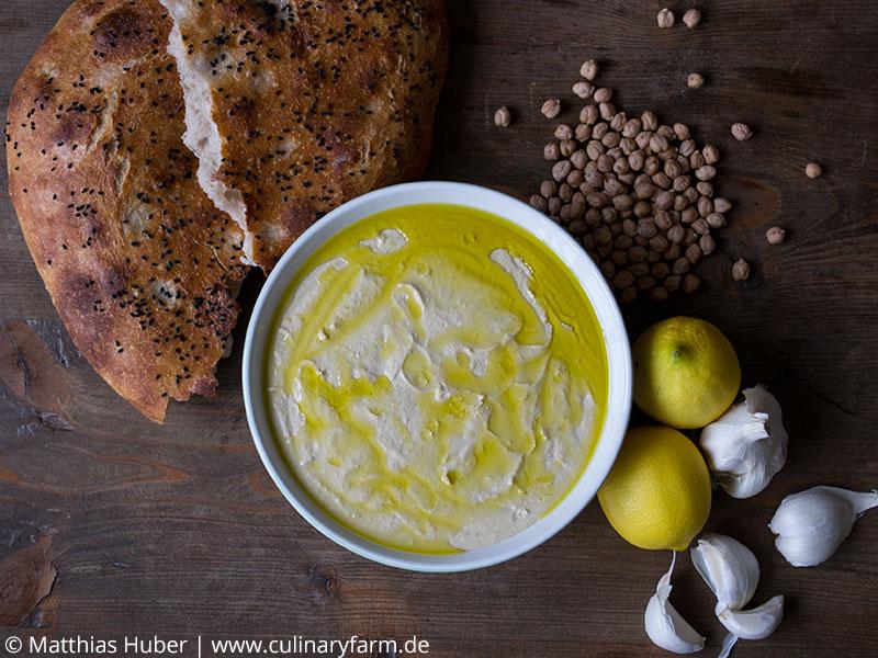 Traditionell orientalisch: Hummus zu Fladenbrot, als Dip oder Brotaufstrich