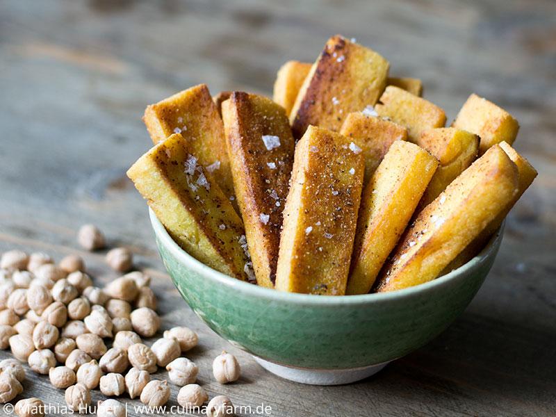 Panisse aus Kichererbsen, gebraten in Olivenöl