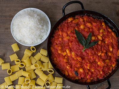 Pasta e fagioli – sämige Tomatensauce mit Bohnen und Salbei
