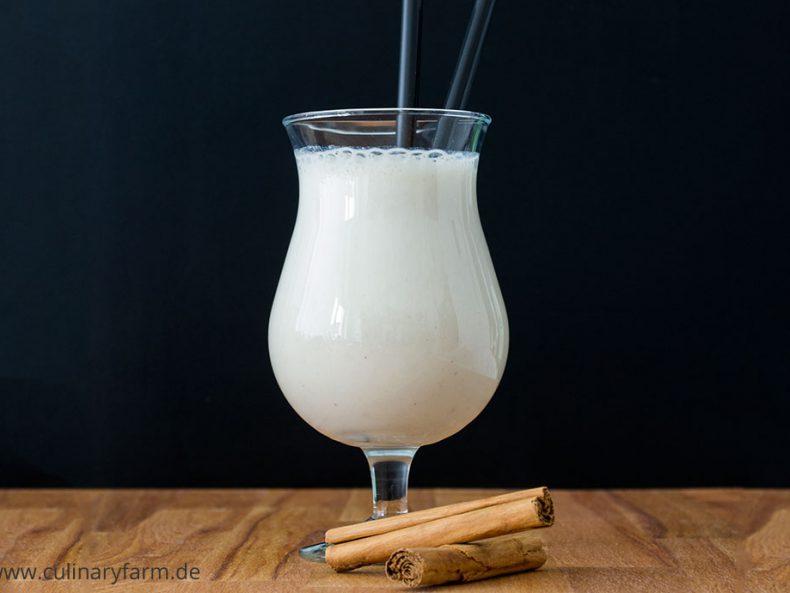 Cremiges Bananenmilchshake mit Zimt & Honig
