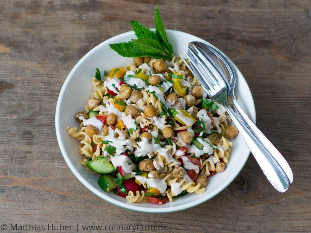 Salat aus Kicherbsennudeln - vegan & glutenfrei