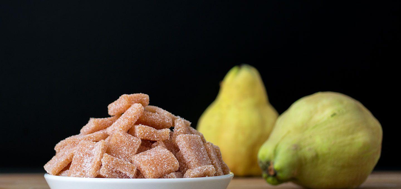 Nascherei aus Quitten und Zucker: Quittenkäse